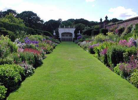 Are garden designers artists for Herbaceous border design examples