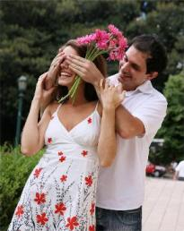 man_giving_flowers_as_a_surprise-293x370